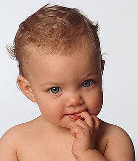 bimbi mangiano le unghie